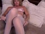 Mature_Blonde_masturbante_in_pantyhose_and_dildo